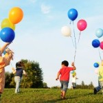 1527504939_children_playing_with_balloons_1 (1)